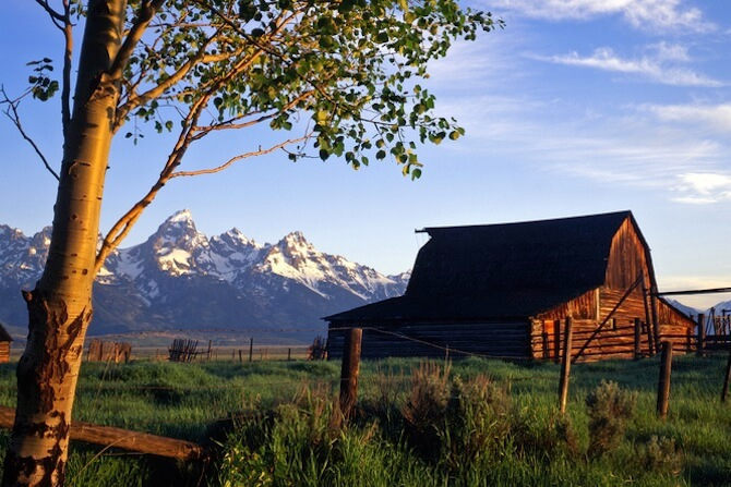 Grand Teton National Park, Wyoming, USA - Barn infront of mountain range